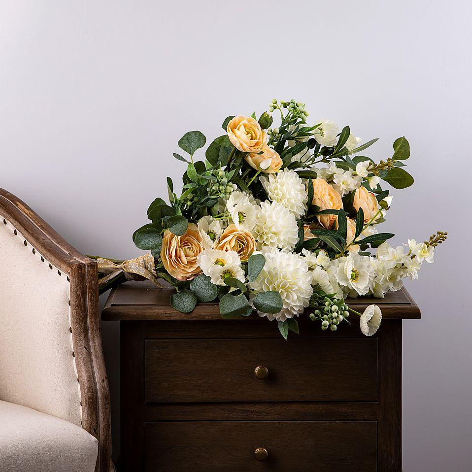 Готовые букет и композиция из цветов, интерфлора